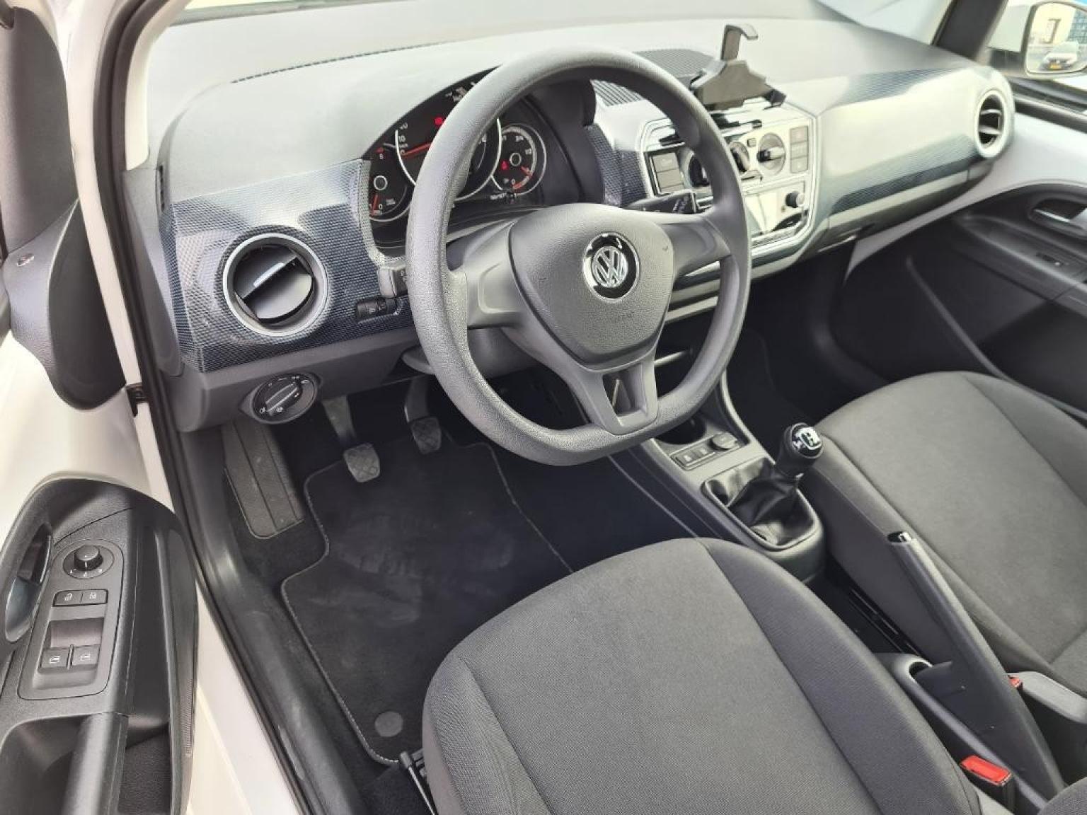 Volkswagen-Up-6