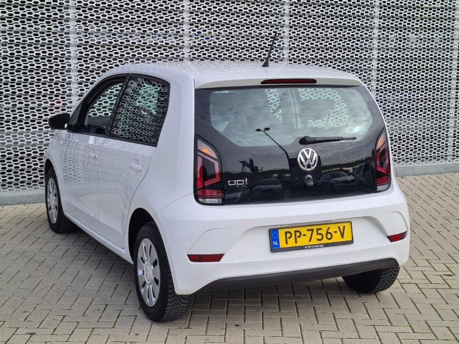 Volkswagen-Up-3